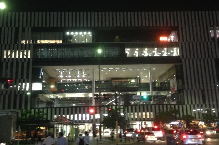 一宮駅東口周辺夜の風景と雰囲気♪
