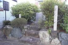 朝宮御殿の碑